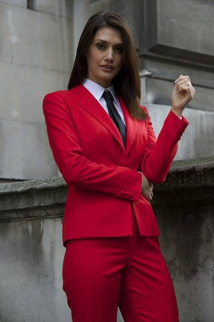 The 2 Kinds Of Women's Suits You Should Know